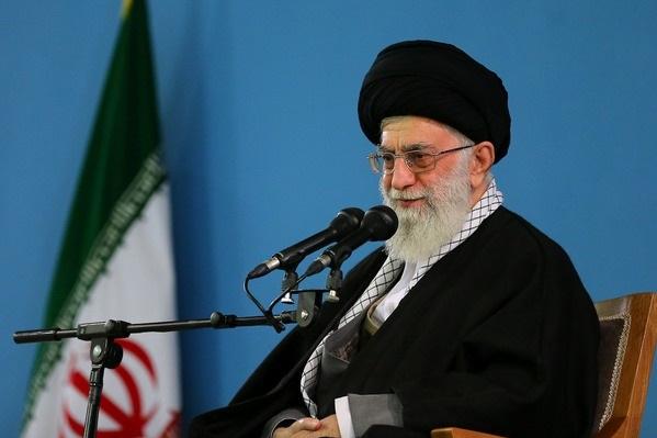 قائد الثورة الإسلامية یهدي مصحفا نفیسا لمتحف الروضة الرضویة