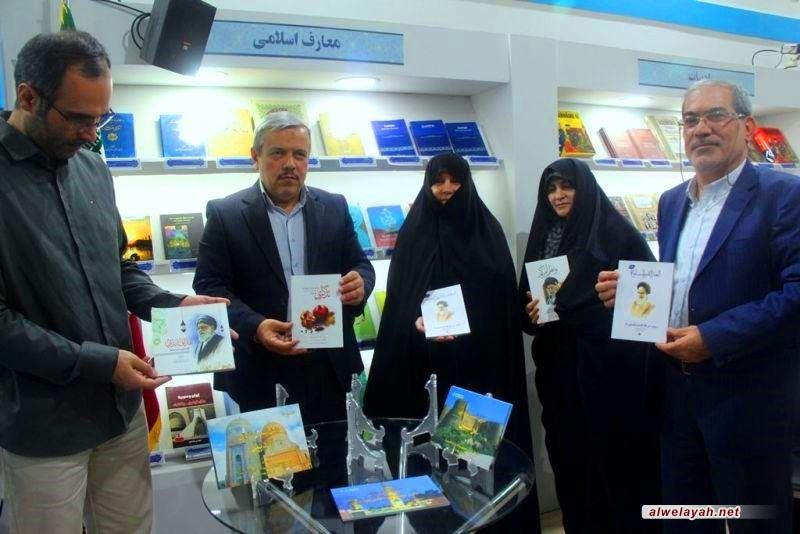 إزاحة الستار عن كتب باللغة العربية عن شخصية سماحة قائد الثورة