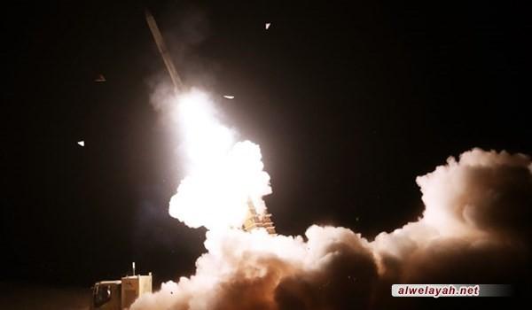 """خلال المناورات المشتركة للدفاع الجوي الإيراني...صواريخ منظومتي الدفاع الجوي الإيراني """"جوشن"""" و""""خاتم"""" تدمر أهدافها"""