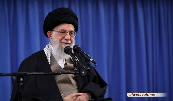 خلال استقباله أهالي قم قائد الثورة الإسلامية: بعض قادة أميركا حمقى من الدرجة الأولى