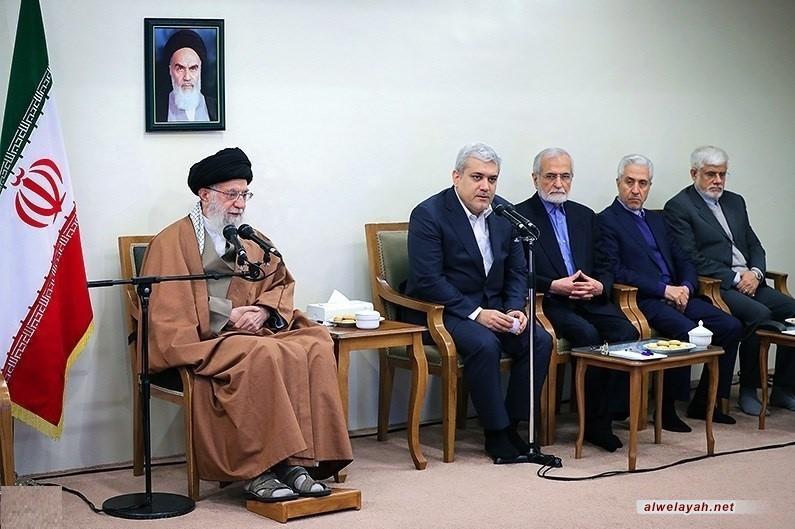 قائد الثورة الإسلامية يستقبل جمعا من المسؤولين والباحثين في معهد العلوم المعرفية