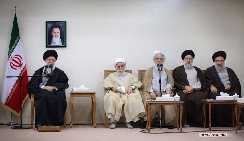 الإمام الخامنئي: علينا أن نسلب العدو تفكيره وتركيزه