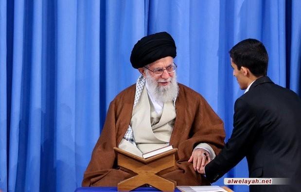 ما الذي يجعل قائد الثورة الإسلاميّة يولي اهتماماً خاصّاً بالطلّاب الجامعيّين؟