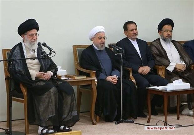 قائد الثورة الإسلامية يستقبل أعضاء الحكومة