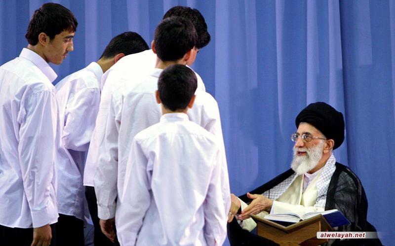 عندما اختار الإمام الخامنئي الاحتفاظ بصوت القراء اليافعين
