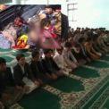طلاب مدرسة القرآن في اليمن يصلون صلاة الوداع قبيل استشهادهم