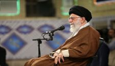 قائد الثورة الإسلامية يستقبل حشدا من النخب العلمية