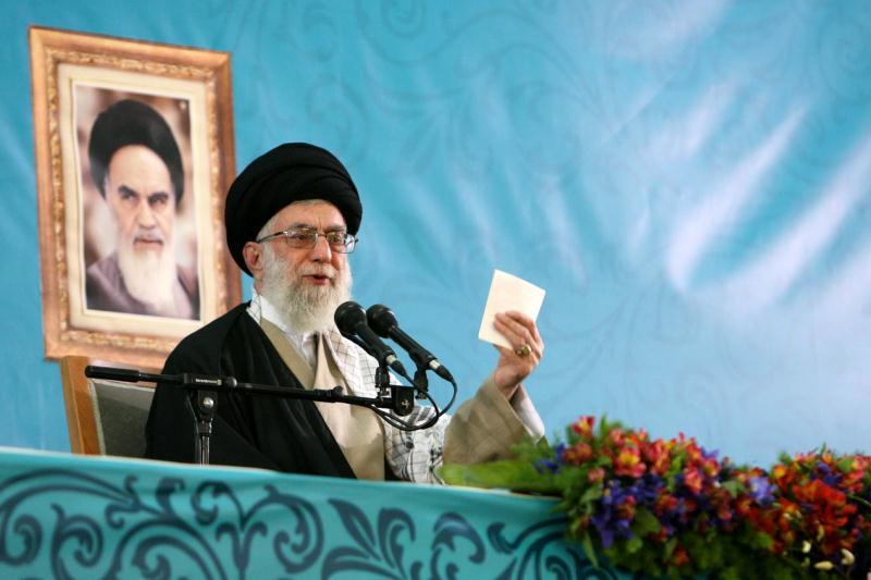 الإمام الخامنئي يطالب الجهات المسؤولة بالسعي لتقليل الحوادث أثناء رحلات نوروز