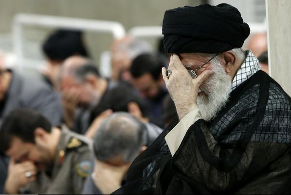 قائد الثورة الإسلامية يقيم مراسم العزاء في ذكرى استشهاد الإمام أمير المؤمنين عليه السلام