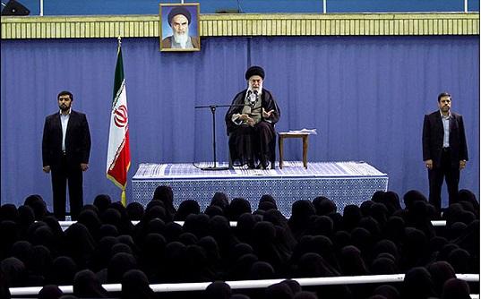 قائد الثورة يلتقي عدداً من النساء المضحيات في محافظة کرمانشاه