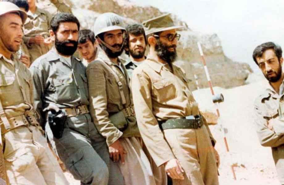 مشاهد نادرة من الإمام الخامنئي في جبهات القتال