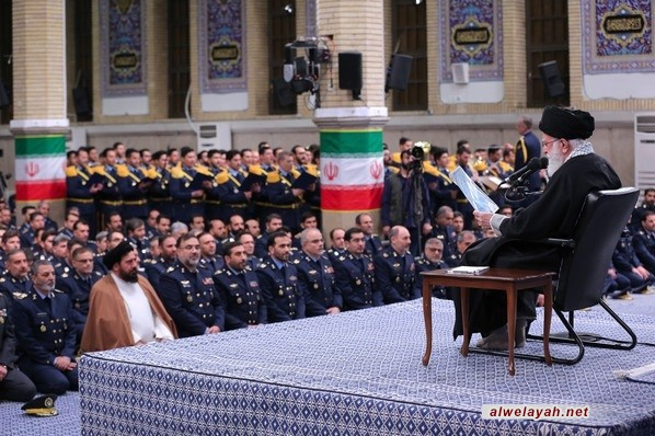 قائد الثورة الإسلامية: يجب أن نكون أقوياء لمنع الحرب وإحباط تهديدات الأعداء