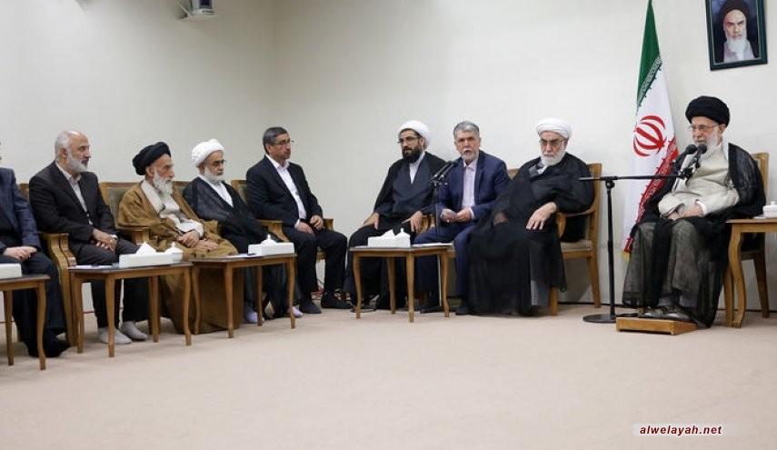 قائد الثورة الإسلامية: تكريم علماء الدين تكريم للمعارف الالهية