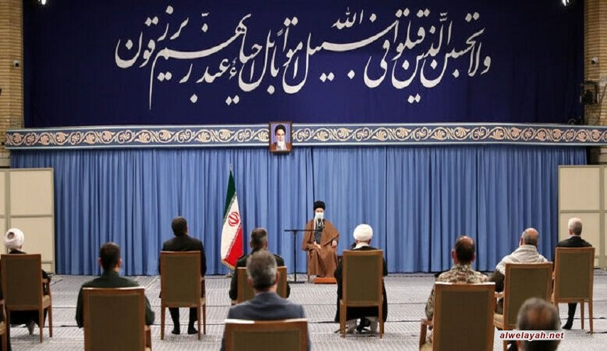 قائد الثورة الإسلامية يحذر من تأثير العدو على شريحة الشباب