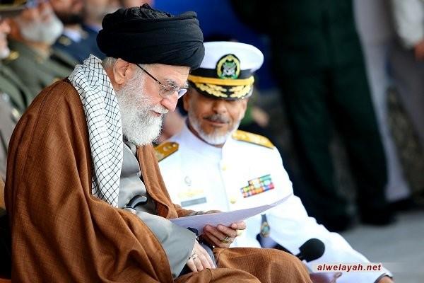 قائد الثورة الإسلامية: الشعب الإيراني لم يخش أمريكا بل أرغمها على الانسحاب وأذاقها الهزيمة