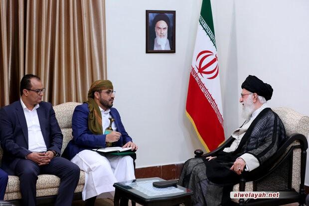 الإمام الخامنئي لليمنيين: قفوا بقوة أمام مؤامرات السعوديين والإماراتيين