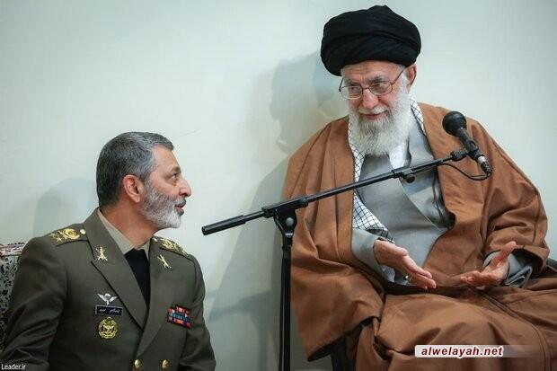 بمناسبة يوم الجيش؛ قائد الثورة الإسلامية: الجيش اليوم مستعد للقيام بمهامّه وحاضر في الساحة